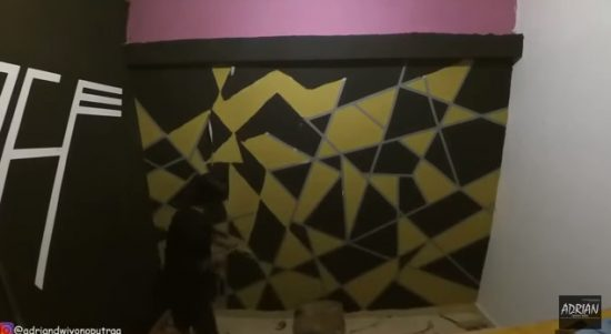 Lagi Viral Ni Om, Teknik Mengecat Dinding Ala Model Cat Geometris Tidak Beraturan