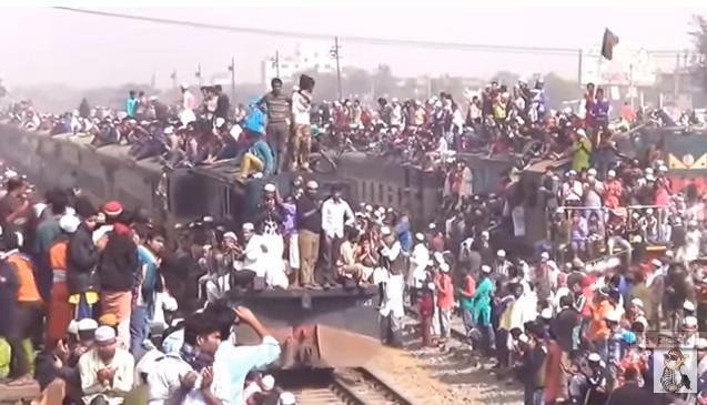 Amboyy, Hanya Ada di Bangladesh katanya - Pengguna Kereta Api Terpadat di Dunia