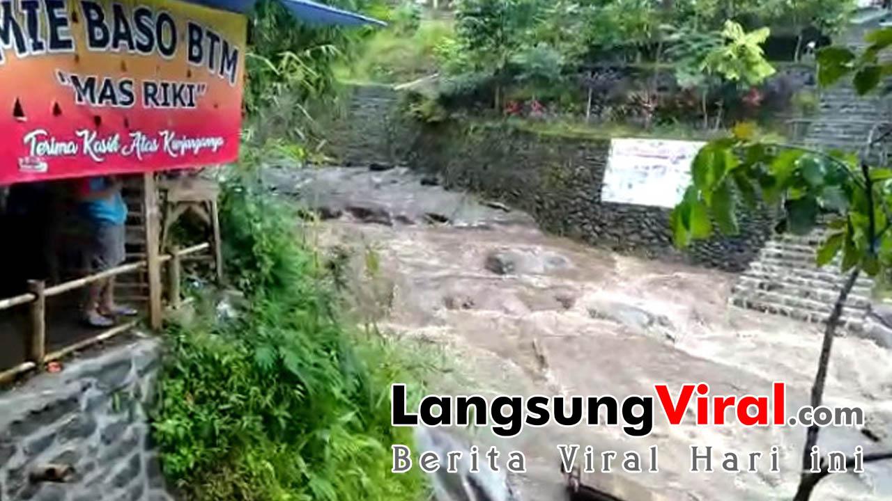Hujan Lebat, Selokan di Objek Wisata Batu Mahpar Tasikmalaya Jadi Seperti Sungai Air Deras