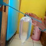 Mas ini Bagi-bagi Ilmu Cara Mudah dan Unik Mengikat Plastik Isi Air Tanpa Tali