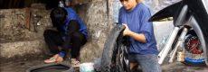 Viral, Seorang Gadis Cantik Usia 23 Tahun di Garut, Jadi Tukang Tambal Ban